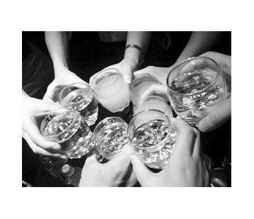 酒精打乱肺部健康平衡 过度饮酒除了伤肝还伤肺