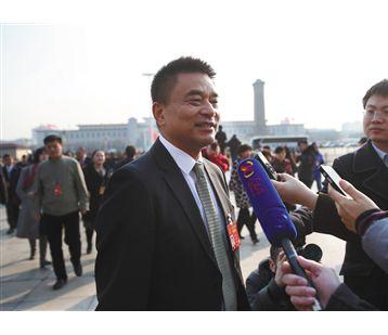 刘永好 建中央厨房解决外卖监管难题