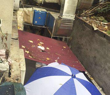 """外卖门店与废品回收店仅隔一扇铁门!长沙""""花之林识字里外卖部""""被查处"""