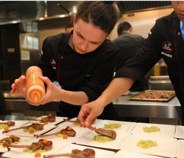 聚一起国际美食嘉年华开幕之夜,正式开启舌尖美食之旅!