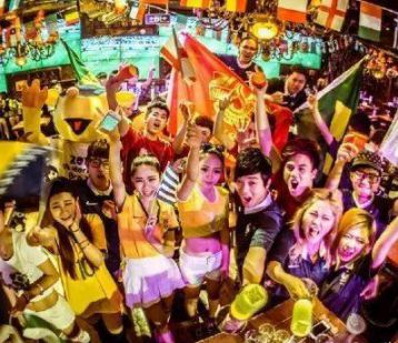 啃光两千万根鸭脖喝掉十泳池啤酒,中国人用吃喝刷出世界杯存在感