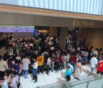 海底捞重庆首店开业半月,上演怎样好戏?